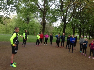 Head coach Tim starting things up in a beautifully green Frognerparken.