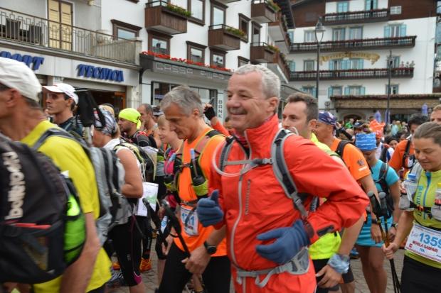 Dad starting out the Cortina Trail at 08.00, Saturday morning.